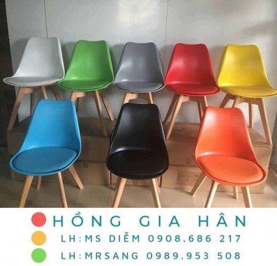 Ghế Eames nhiều màu Hồng Gia Hân E0010