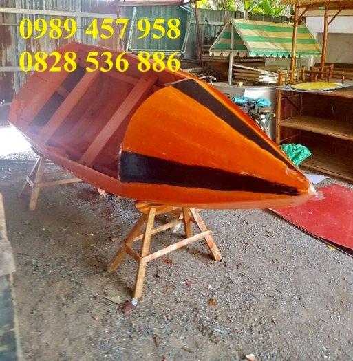 Thuyền gỗ 3m trưng bày nhà hàng, Xuồng gỗ trưng hải sản tại Sài Gòn3