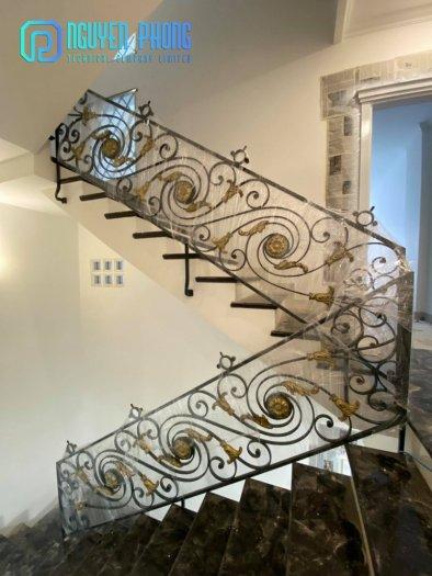 Những mẫu lan can cầu thang sắt uốn đẹp, mềm mại uyển chuyển cho biệt thự, nhà phố3