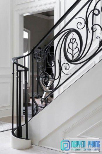 Những mẫu lan can cầu thang sắt uốn đẹp, mềm mại uyển chuyển cho biệt thự, nhà phố2