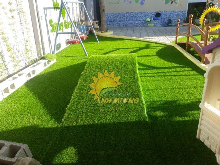Thảm cỏ nhân tạo lót sàn, lót sân cho trường mầm non, công viên, khu vui chơi, quán cà phê6