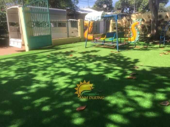 Thảm cỏ nhân tạo lót sàn, lót sân cho trường mầm non, công viên, khu vui chơi, quán cà phê2