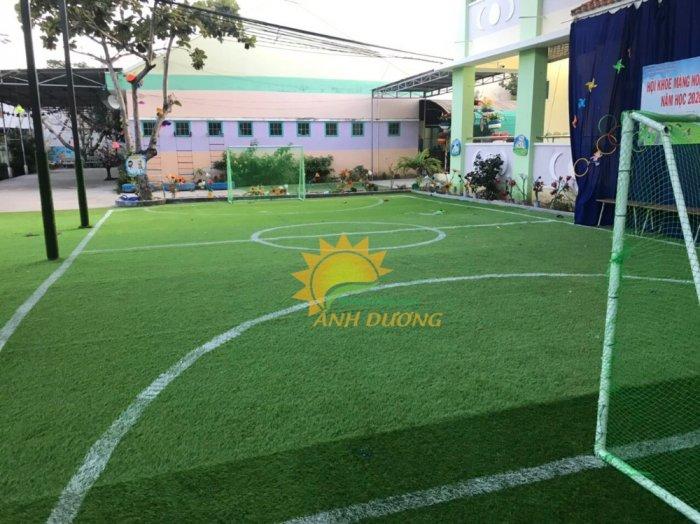 Thảm cỏ nhân tạo lót sàn, lót sân cho trường mầm non, công viên, khu vui chơi, quán cà phê1