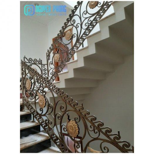Cầu thang sắt mỹ thuật - lựa chọn hoàn hảo cho mọi gia đình4