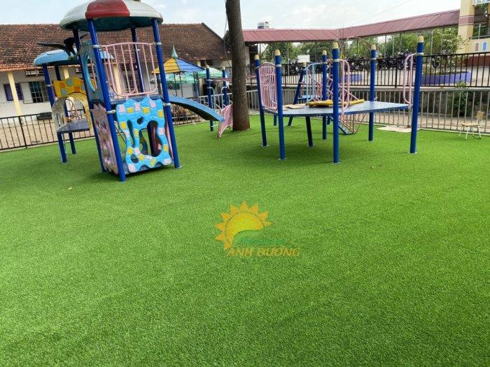 Nhận thi công thảm cỏ nhân tạo cho trường mầm non, công viên, khu vui chơi, nhà thiếu nhi4