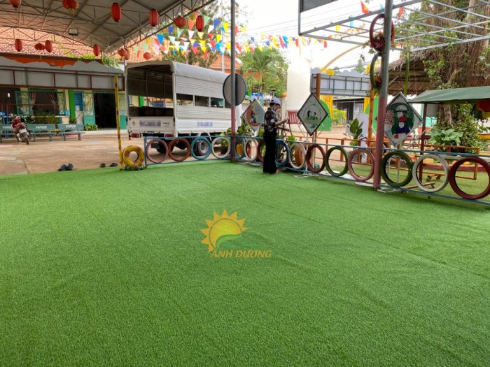Nhận thi công thảm cỏ nhân tạo cho trường mầm non, công viên, khu vui chơi, nhà thiếu nhi1