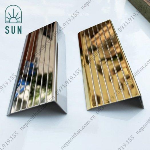 Nẹp chống trơn bậc cầu thang bằng inox 304 - Nẹp chống trơn giá rẻ nhất tại HCM - Nẹp inox đẹp2