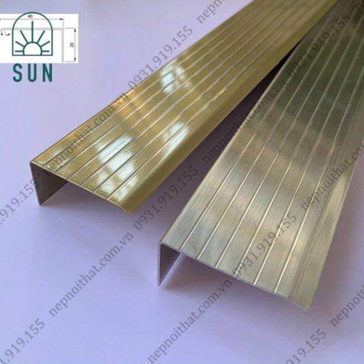 Nẹp chống trơn bậc cầu thang bằng inox 304 - Nẹp chống trơn giá rẻ nhất tại HCM - Nẹp inox đẹp1
