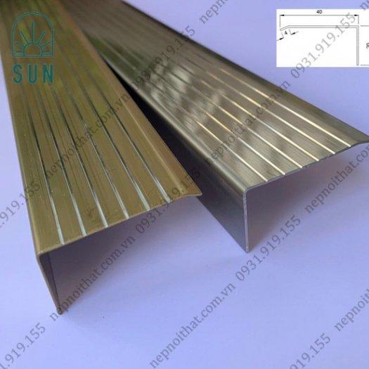 Nẹp chống trơn bậc cầu thang bằng inox 304 - Nẹp chống trơn giá rẻ nhất tại HCM - Nẹp inox đẹp0