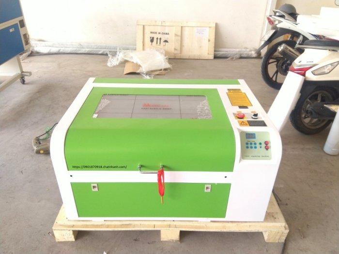 Máy cắt laser 6040 bàn nâng hạ tự động 60w phù hợp khắc tranh chân dung trên gỗ đèn ngủ mica khắc dấu cắt vải9