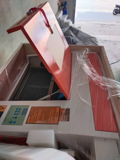 Máy khắc laser 4040 bàn nâng hạ tự động 50w phù hợp khắc dấu khắc trái cây cắt mô hình5
