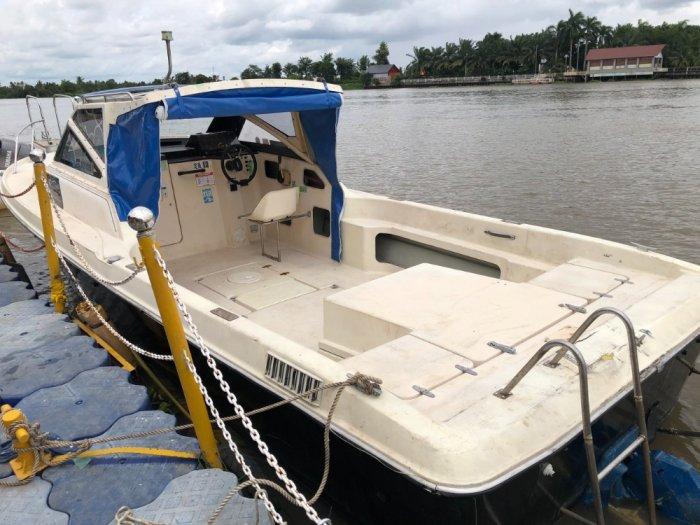 Thuyền gia đình máy dầu Yamaha3