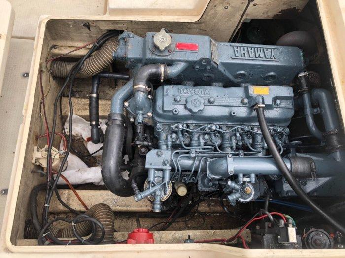 Thuyền gia đình máy dầu Yamaha1