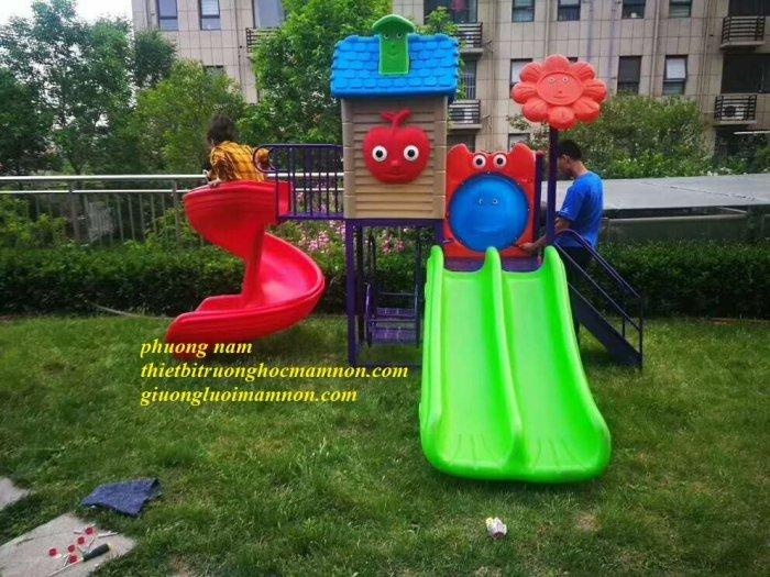 Cầu trượt ngoài trời cho trẻ1