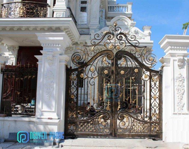 Mẫu cổng sắt mỹ thuật cho biệt thự được tìm kiếm nhiều nhất năm 20214