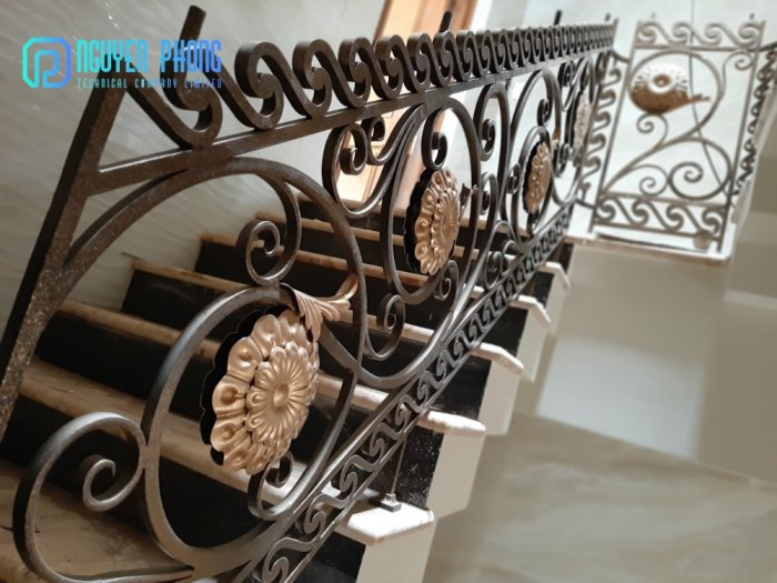 Báo giá mẫu cầu thang sắt cổ điển lộng lẫy cho biệt thự, công trình xây dựng cao cấp6