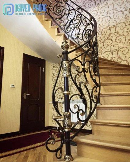 Báo giá mẫu cầu thang sắt cổ điển lộng lẫy cho biệt thự, công trình xây dựng cao cấp0