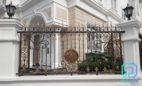 Làm sao để thiết kế thi công hàng rào biệt thự cổ điển sang trọng ấn tượng6