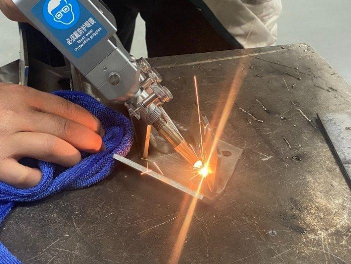 Báo giá máy hàn laser 1000W những điều cần biết khi chọn mua11