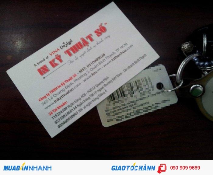 Namecard bằng thẻ nhựa sẽ tạo phong cách đặt biệt và độc đáo cho khách hàng khi đến với cửa hàng, Có thể xem namecard như là 1 quà tặng nhỏ xinh xắn kèm theo khi mua hàng tại shop.Chúng ta cùng tìm hiểu loại namecard mới này nhé.