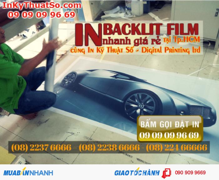 Các showroom xe hơi rất ưa chuộng chất liệu backlit film để trang trí bởi sự bón...