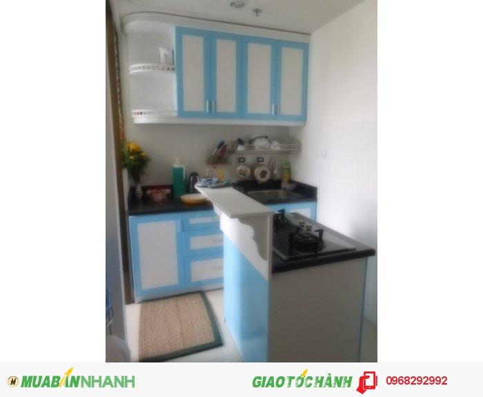 Tủ bếp Mộc Vàng bằng HDF chịu nước sơn phối màu sắc theo yêu cầu khách hàng