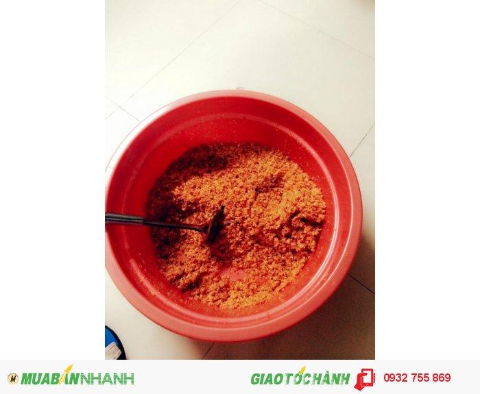Quả ớt được chọn lọc từ quả chín đỏ tươi sau đó được đem phơi hơi khô.1