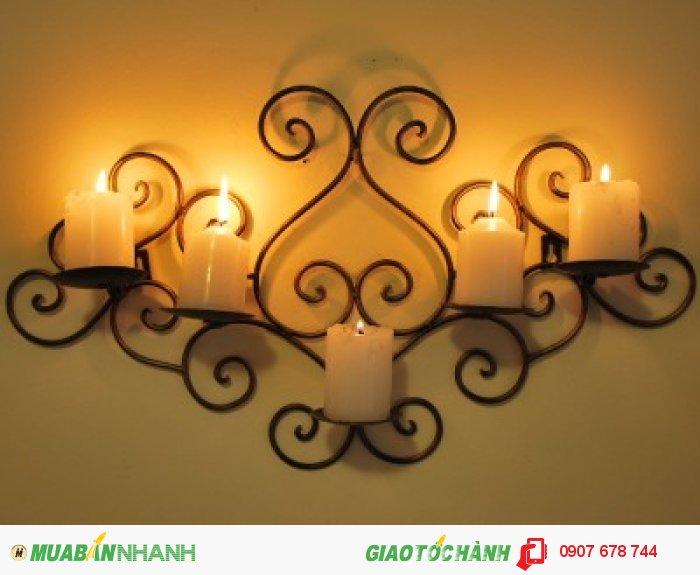 Đèn trang trí nghệ thuật làm nổi bật không gian nội thất.
