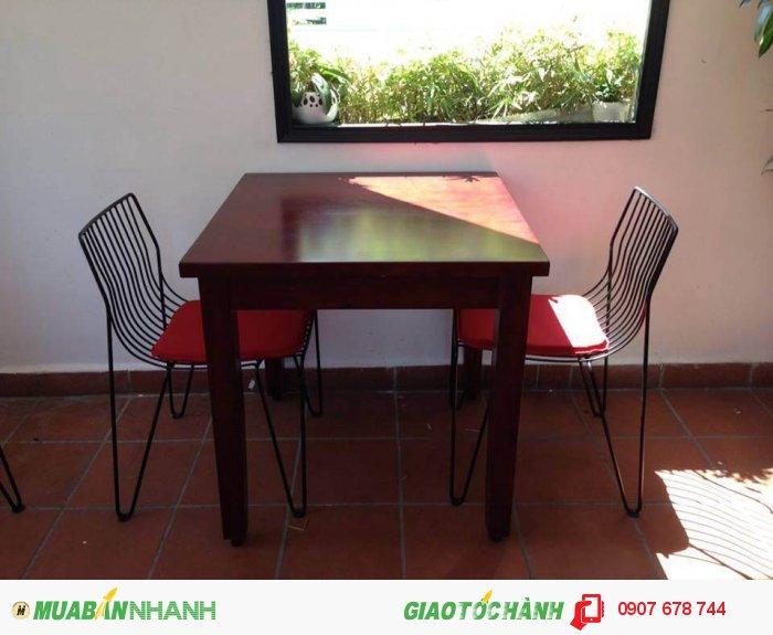 Ghế 3D sắt rèn tuy đơn giản nhưng cũng mang được phong cách riêng của quán cafe ,nhà hàng.....mà bạn không thể bỏ qua.3