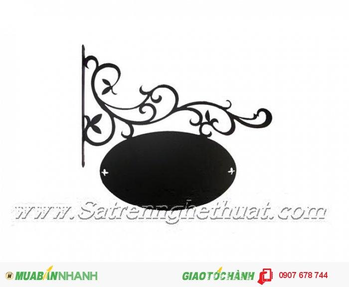 Bảng hiệu sắt rèn nghệ thuật Quy cách : cao 35cm x rộng 70cm x hình ovan 60cm or(theo yêu cầu) Màu sắc : đen , đen nhũ đồng,trắng nhũ đồng0