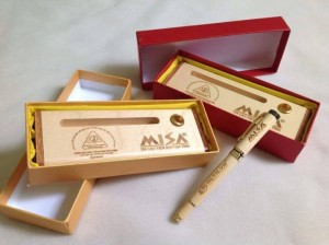 Hộp bút gỗ khắc chữ theo yêu cầu Giá giảm còn 270k/bộ Tặng kèm hộp gói quà và 1 ngòi bút cao cấp