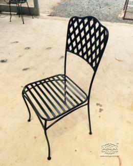 Thông tin sản phẩm: Bộ bàn ghế sắt rèn nghệ thuật Mẫu mã đẹp, sang trọng Giá ghế : 950,000đ/ cái Bàn tròn 700mm mặt đá Mosaic hoặc kính cường lực : 2,200,000đ/cái Bộ 1 bàn tròn mặt đá Mosaic 700mm, 5 ghế: 6.950.000