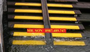 Tấm ốp gờ bậc thang chống trượt, tấm ốp chống bể cạnh composite - Mr. Sơn