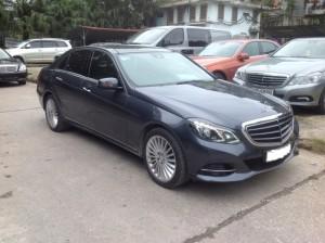Nhìn từ đầu xe Chính chủ bán xe Mercedes E400 2014 đi 1,9 vạn Km 2,4 tỷ. B.Hành chính hãng