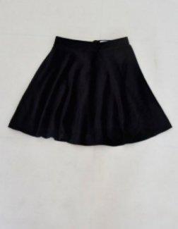 Váy nhung đen xếp li