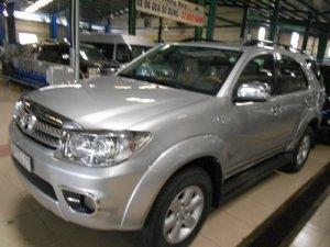 Bán Xe Toyata Fortuner SX 2010 màu bạc xe đẹp
