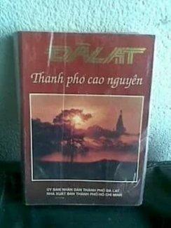 Sách xưa viết về thành phố Đà Lạt. Xuất bản 1993.