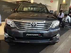 Toyota Fortuner 2.7V (4X2) GIAO NGAY, KM 45TR PK
