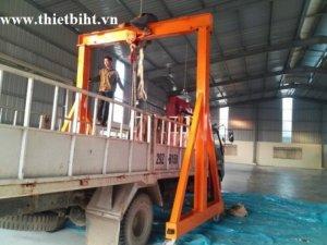 Xe chuyển chở của công ty HT vận chuyển hàng đến công trình