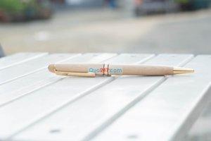Bút gỗ có khắc tên, logo làm quà tặng