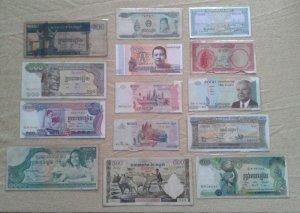14 tờ tiền Cambodia. Khác nhau. Xưa và nay. Như hình. Có phơi nilon bảo quản.