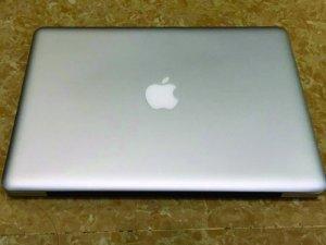 Mặt trên Macbook pro MD313