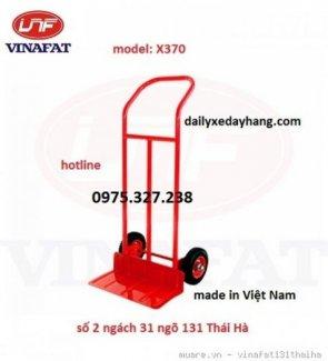 Xe được ứng dụng để chở hàng hóa, chở tiền Kiểu xe: xe đẩy tay 2 bánh Kích thước : 370 x 900 x 1100mm Cự ly sàn xe: 230mm Tải trọng: 200kg Trọng lượng 15kg