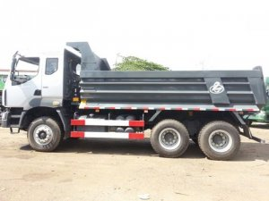 xe ben chenglong 2 cầu loại 6x4 10m3 (10 khối) hàng đầu tại Việt Nam. Với kiểu dáng và phong cách hiện đại, mạnh mẽ nổi bật so với các dòng xe ben khác. Ben Chenglong 2 cầu sử dụng máy 260hp Yuchai mạnh mẽ, bền bỉ , siêu tiết kiệm nhiên liệu