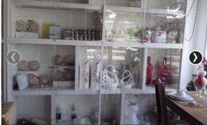 Cần bán Tủ trang trí