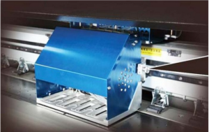Máy in kỹ thuật số khổ lớn TAIMES T5 | Mô tả: Khổ in: 3200mm (10.5ft). Độ phân giải: Độ phân giải 360DPI (Physical) và Độ phân giải 720DPI (Physical). Chế độ in - Tốc Độ (m2/h). Điểm cải tiến mới nhất của máy là phiên bản mới nâng cấp bên ngoài thiết bị, in ấn độ phân giải cao hơn nhiều và chắc chắn rằng máy hoạt động ổn định hơn, tiếp tục tối ưu hóa; thiết kế chuyên nghiệp của nhãn in màu PVC. Rõ ràng ghi nhãn trông thanh lịch và bền, lớp quạt hút góc lớn hơn, có thể biến góc theo góc của vật liệu, có thể đặt một khu vực thêm nhiều nguyên liệu dưới nóng lên và sấy mức 2000W mới cắt hệ thống sưởi ấm hồng ngoại (tùy chọn mục); các chai mực thải với hệ thống báo động tràn.