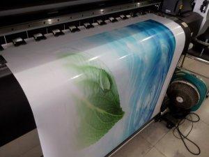 Thành phẩm in decal dán trang trí tết 2018 được đảm bảo về màu sắc và độ sắc nét của hình ảnh, đường nét, kích thước; với công nghệ in phun kỹ thuật số hiện đại từ máy in kỹ thuật số MIMAKI, chúng tôi thực hiện cho bạn sản phẩm in decal chất lượng nhất.