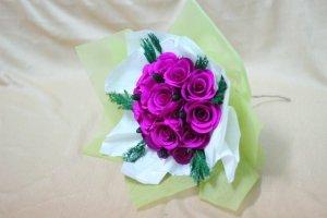 Hoa hồng giấy nhúng. Bó gồm 10 tới 15 bông
