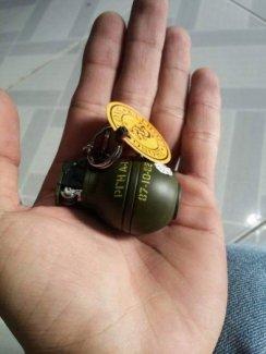 Hộp quẹt lựu đạn móc khóa