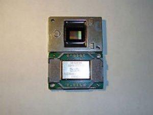 Thay chip dmd máy chiếu optoma bị đóm như hạt nước